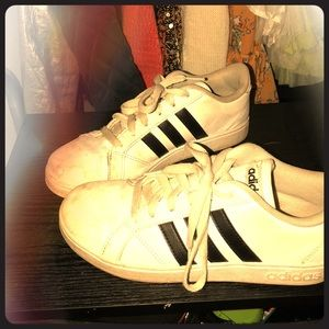 Cute girls size three adidas ☁️